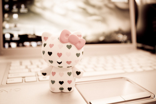 http://s6.picofile.com/file/8177870018/hearts_hello_kitty_kitty_laptop_pink_Favim_com_42039.jpg
