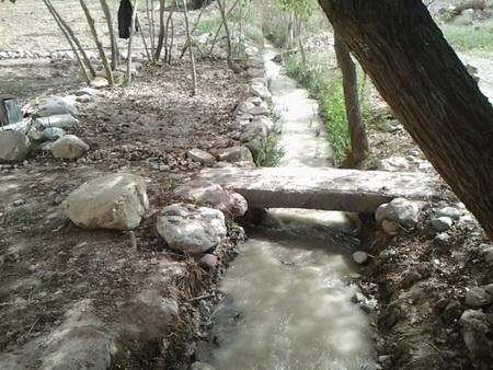 نهر اصلی آب برای آبیاری باغ و باغات
