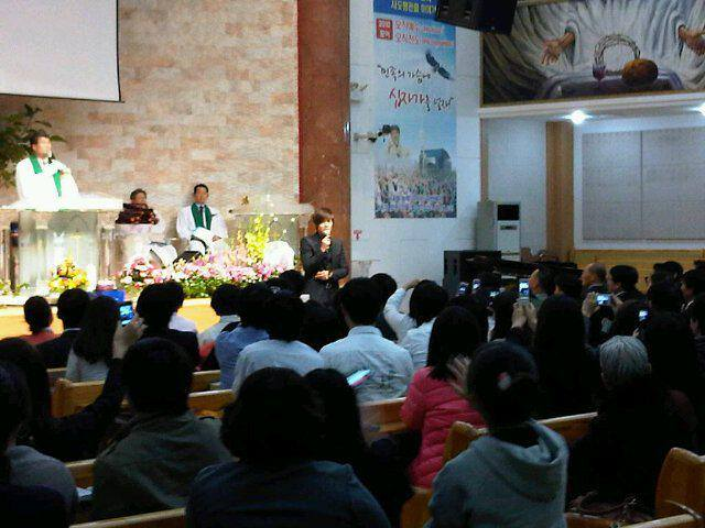 KHJ Went With his Father to Church 2010.11.07