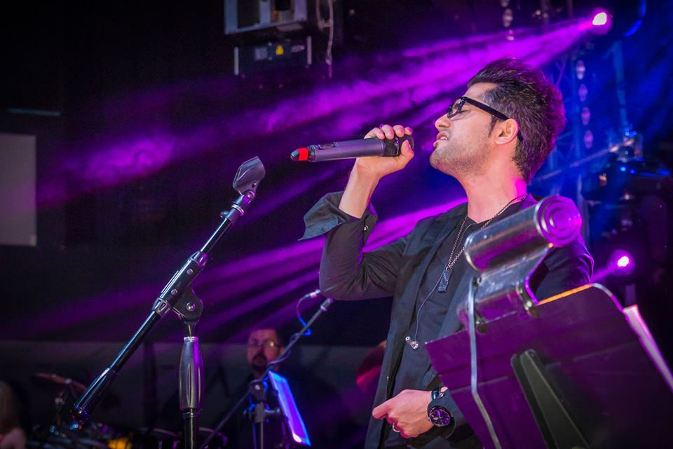 http://s6.picofile.com/file/8186025092/Ahmad_Saeedi_Live_Concert_In_Vancouver_27_.jpg