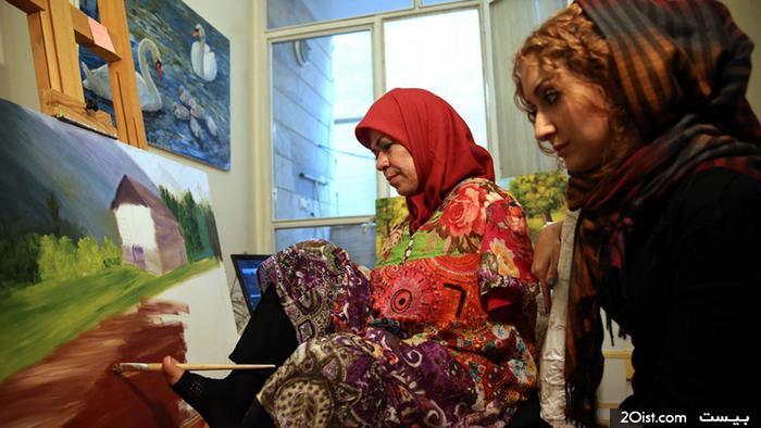 بازتاب توانایی حیرتانگیز بانوی بدون دست و هنرمند ایران در رسانههای بینالمللی
