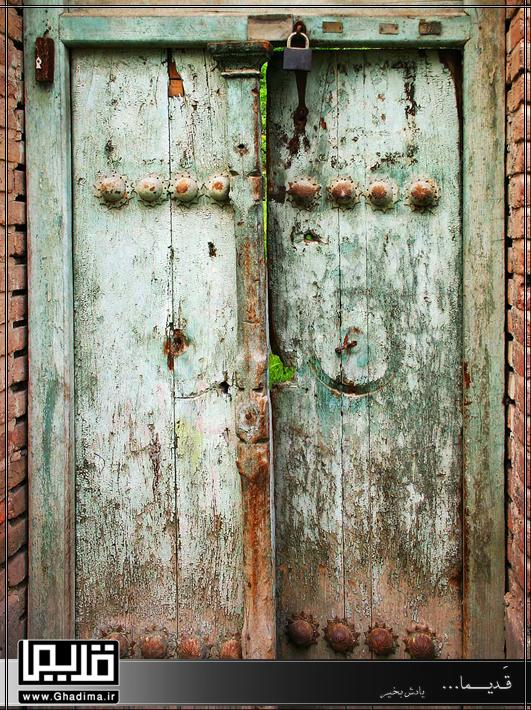 درب چوبی قدیمی منازل