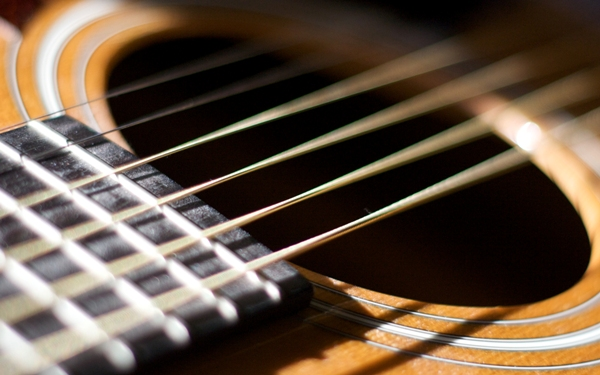 ⁉️ چرا سیمهای گیتار از کوک خارج میشوند؟