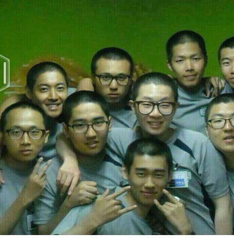 Kim Hyun Joong - New Photo With Co-Workers 15.06.04