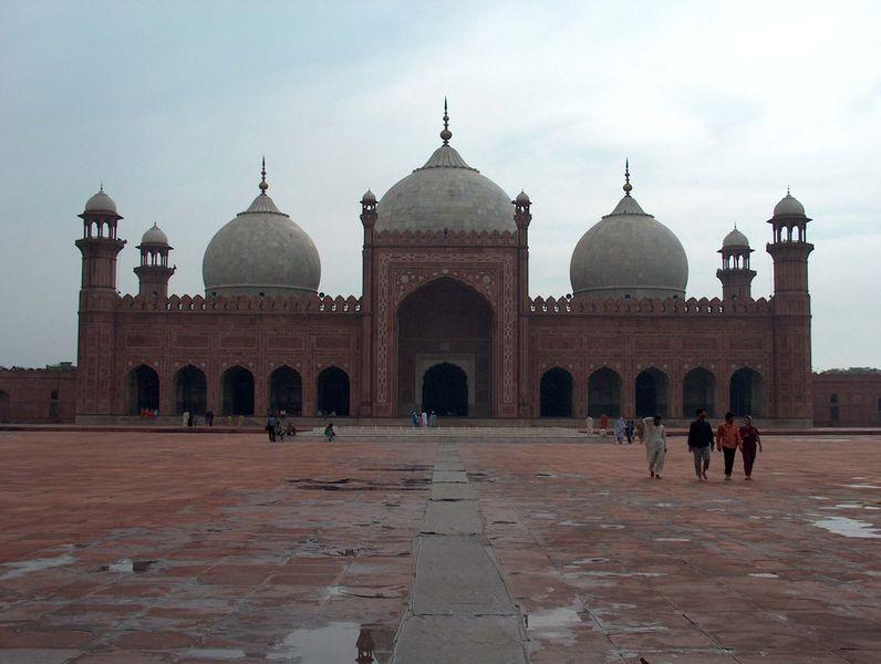 http://s6.picofile.com/file/8196300334/09Badshahi_Mosque_July_1_2005_pic26_by_Ali_Imran.jpg