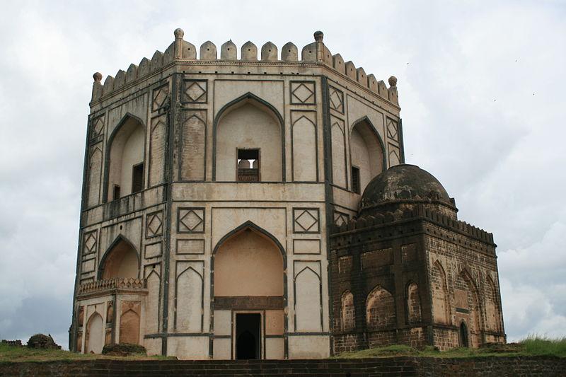http://s6.picofile.com/file/8196301000/30Barid_Shahi_Tombs_Bidar.JPG
