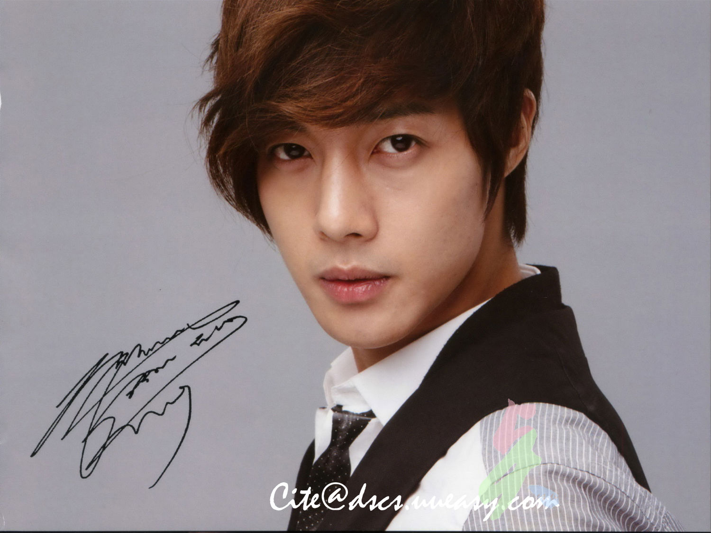 http://s6.picofile.com/file/8196481300/Kim_Hyun_Joong_136.jpg