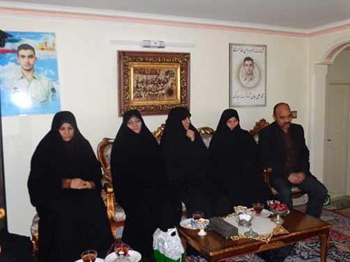دیدار مدیر ودبیران مدرسه میثاق شاهد منطقه هفت،با خانواده شهید محمد علی دولت آبادی