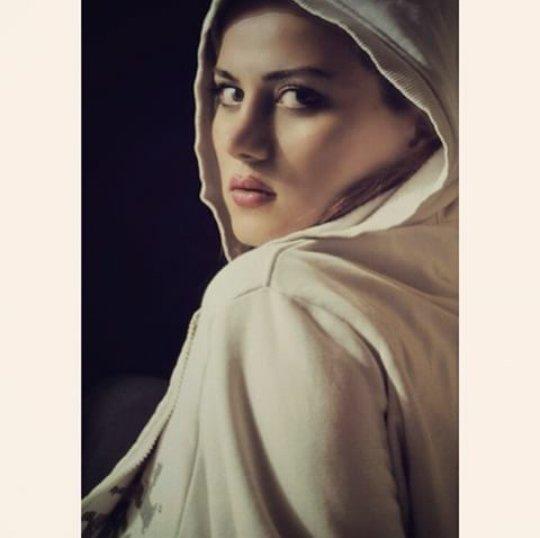 http://s6.picofile.com/file/8198560218/bartarpix_ir_sohila_hadizadeh_1_.jpg