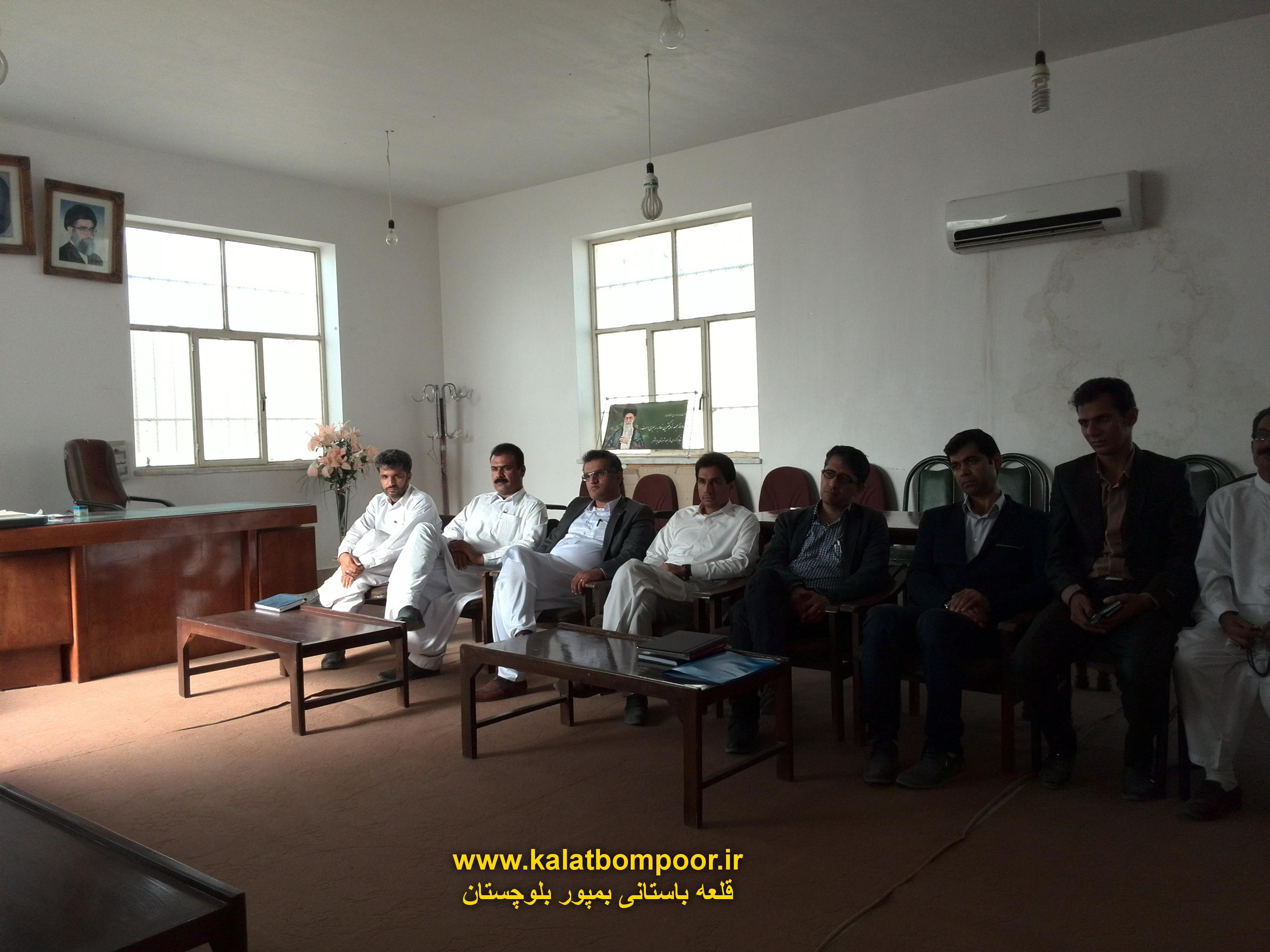 گزارش تصویری نشست دکتر گوهری با اعضای کمپین حامیان قلعه بمپور