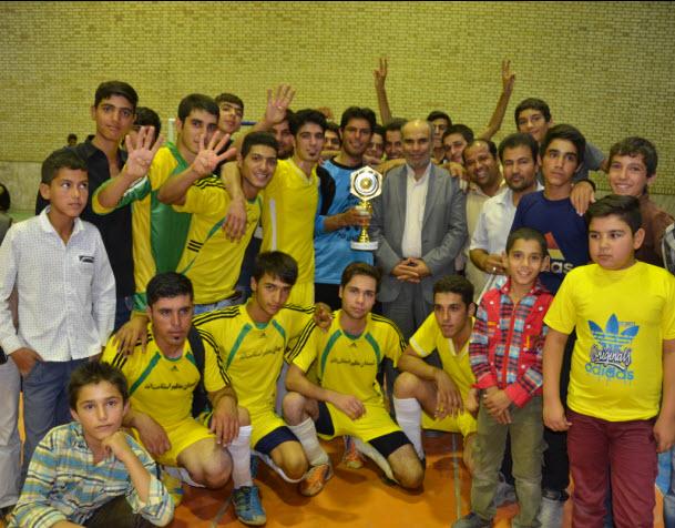 قهرمانی تیم فوتسال شهدای روستای بزقوچان در مسابقات رمضان شهرستان فیروزه
