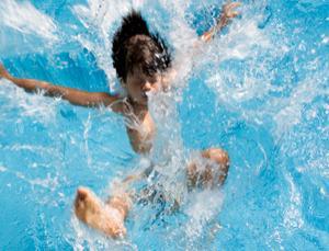 غرق شدن پدر ودختر با هم در استخر , اخبار گوناگون