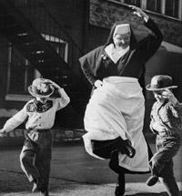 عکس رقص با بچه ها