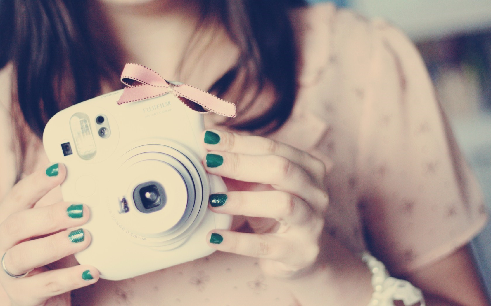 Image result for عکس دختر با دوربین
