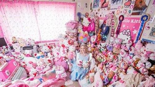 عروسکهای دور دختر