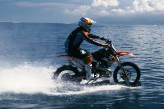 موج سواری با موتور سیکلت +فیلم , ویدیو