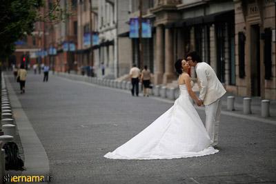 تصویر عروس و داماد در خیابان