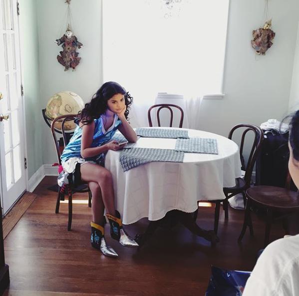 تک عکس جدید از سلنا در پشت صحنه شات های جدیدش برای مجله Wonderland