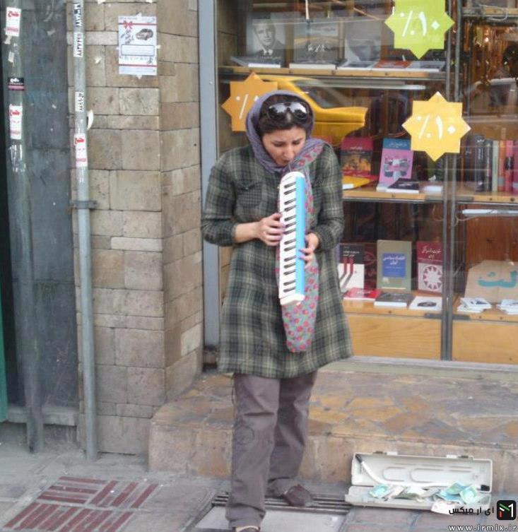 دختر ایرانی که در خیابان ها مینوازد