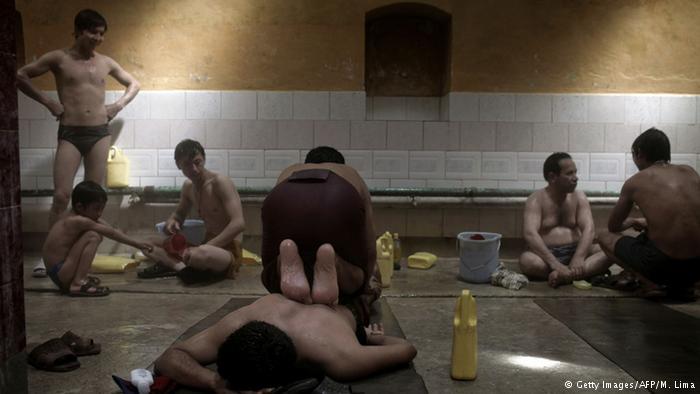 ماساژ به سبک افغانی در حمام های عمومی+تصاویر