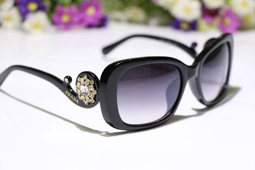 عینک آفتابی زنانه پرادا کوئین استاندارد