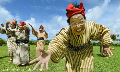 گروه موسیقی دختران ژاپنی با متوسط سن 80 سال