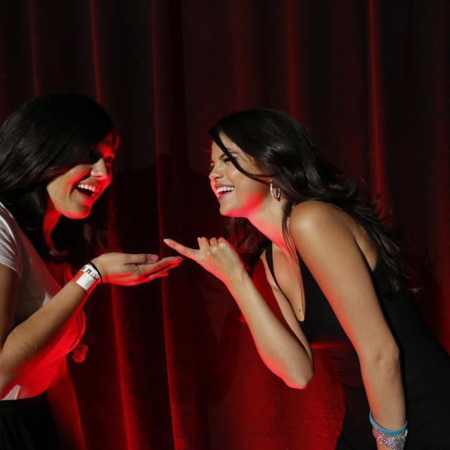 عکس های Meet & Greet سلنا با طرفداران در مراسم Revival Event