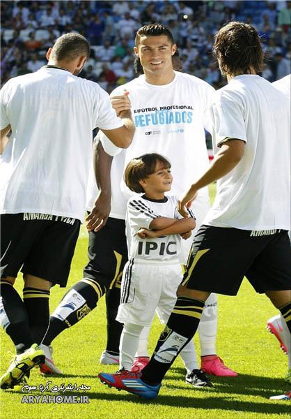 شادی کودک سوری در کنار رونالدو + عکس , اخبار ورزشی