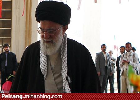 یادمان شهدای پاوه - امیر عباس در عکس دیده می شود