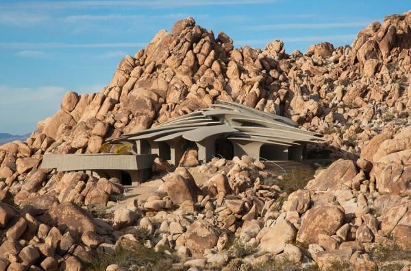 معماری همسو با کویر و طراحی داخلی حیرت انگیز