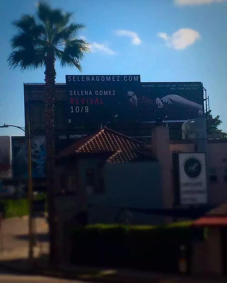 بیلبورد تبلیغاتی آلبوم جدید سلنا گومز در سطح شهر!