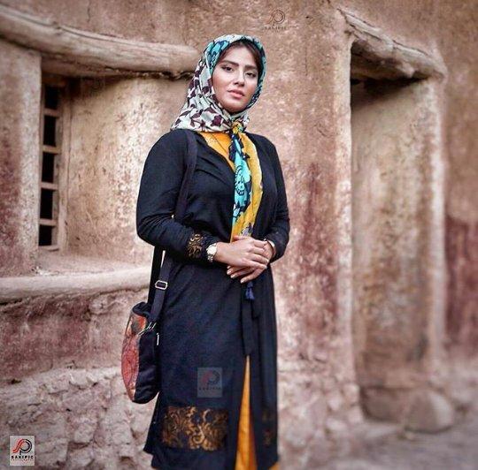 http://s6.picofile.com/file/8219631600/www_bartarpix_ir_baharak_salehniya_4_.jpg