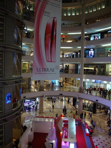 مالزی ، کوالالامپور (تور ایرانی، هتل، برج های پتروناس، مرکز خرید Suria) - اول اکتبر ۲۰۱۵
