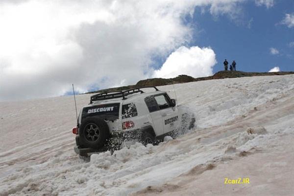 تویوتا اف جی کروزر در برف