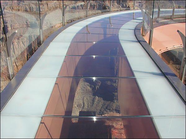 پل شیشه ای کنسولی در آمریکا
