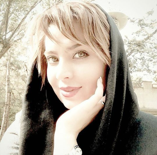 http://s6.picofile.com/file/8221968942/www_bartarpix_ir_solmaz_agmaghani_1_.jpg