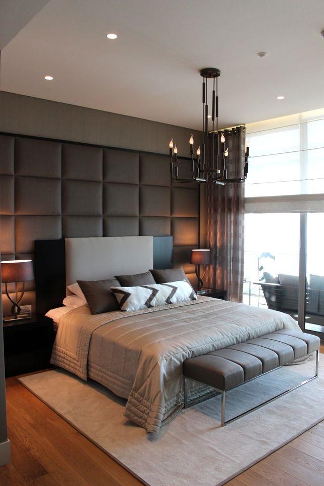 تخت خواب در اتاق خواب