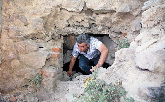 antik قبرهای باز شده