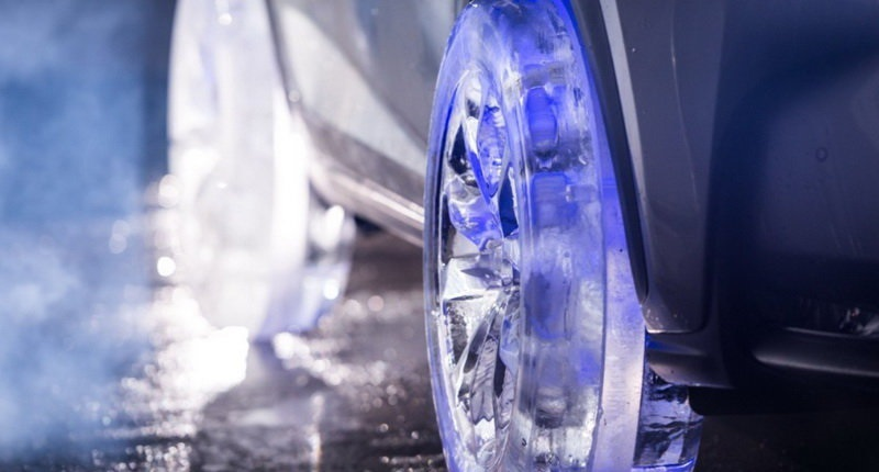 خودرو لوکس تویوتا با چرخ های یخی+عکس , اتومبیل ها