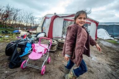 گاردین: حقوق زنان در غرب شامل مادران پناهجو نیست + تصاویر