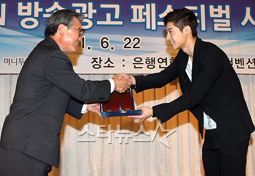 [Photos+Vid] Kim Hyun Joong Media Photos @ MTN TV Commercial Award Ceremony [11.06.22]