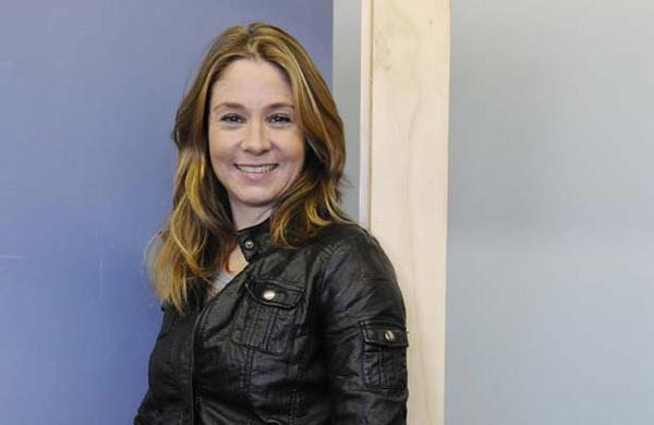 http://s6.picofile.com/file/8231690526/Megan_Follows_2.jpg