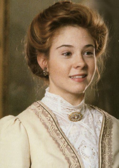 http://s6.picofile.com/file/8231690568/Megan_Follows_3.jpg