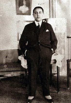 احمد شاه در پاریس. (حوالی 1925)