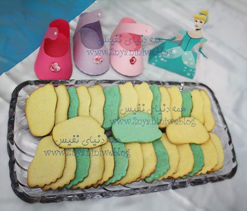 بیسکوئیت های شکل پا blue cinderella theme party happy footprint birthday helma 17month's جشن قدم جشن تاتی حلما 17ماهگی اولین قدم مبارک تم تولد سیندرلا لباس آبی