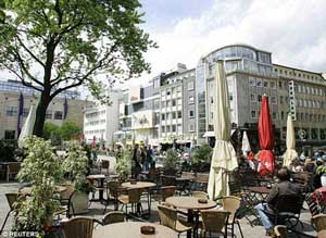 دو زن همجنسگرا در شهر دورتموند آلمان سنگسار شدند , اخبار گوناگون