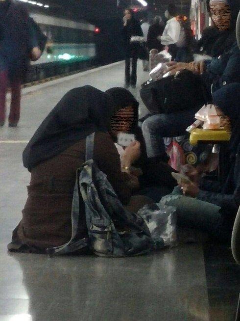 ورق بازی دختران در مترو ! , اجتماعی