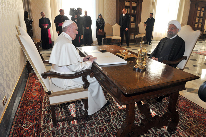 در دیدار رئیس جمهور روحانی و پاپ چه گذشت + عکس