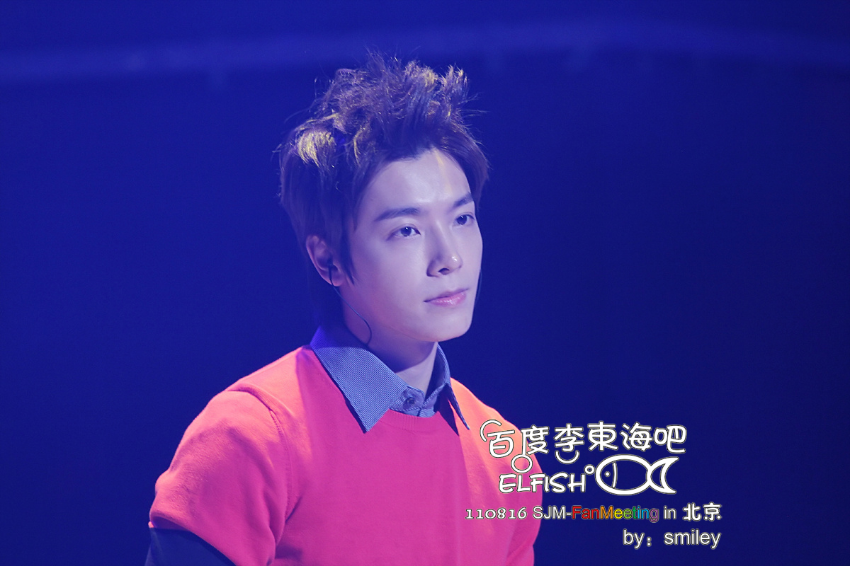 http://s6.picofile.com/file/8237127750/110816_SJ_M_Fanmeeting_Donghae_2_.jpg