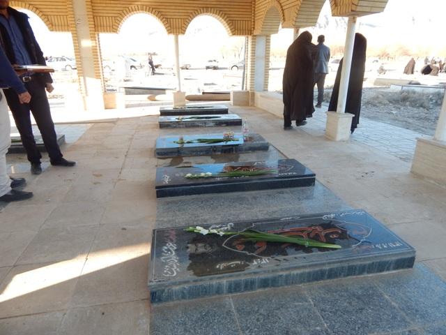 گزارش تصویری از مراسم غبار روبی از مزار شهدا به مناسبت ایام الله دهه مبارک فجر